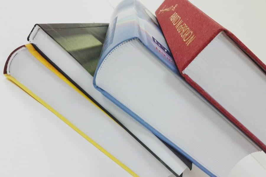 книги в твердій палітурці